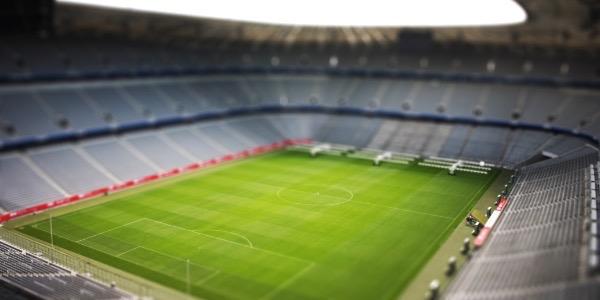 Blick in ein leeres Stadion